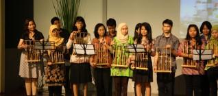 Performance angklung oleh BINUSIAN